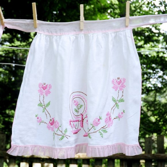 VTG 'Tea Time' Pink & White Embroidered Half Apron